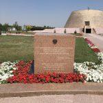 muzeum gulafu alzhir - kamienny blok poswiecony Polkom